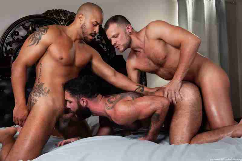 Loaded: Give It To Me Raw! – Wade Wolfgar, Jake Nicola, Julian Grey [Bareback]