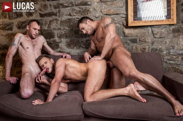 Brock Magnus And Guillaume Wayne Split Yuri Orlov In Two [Bareback]