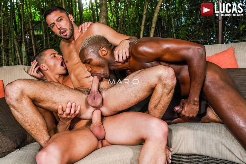 Andre Donovan, Ruslan Angelo, And Shane Jackson's Public Lanai Fuck [Bareback]