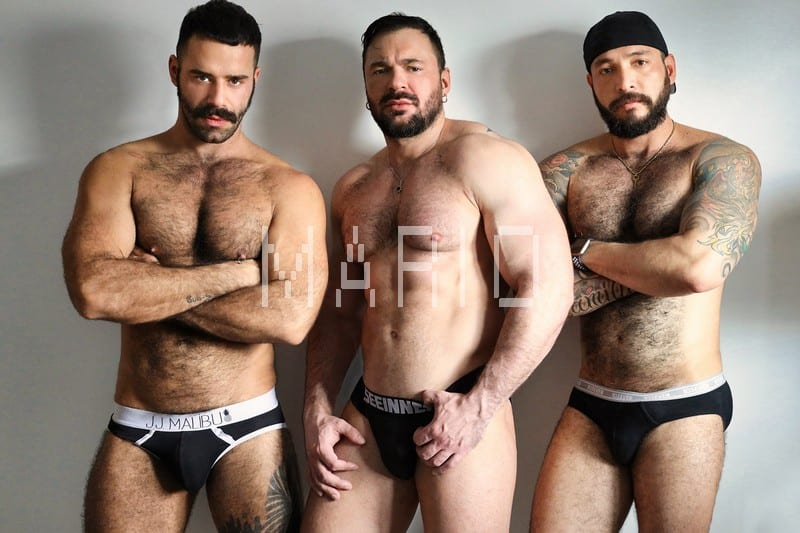 Gabriel, Julian Torres, Teddy Torres – On all fours hes waiting for 2 big cocks [Bareback]