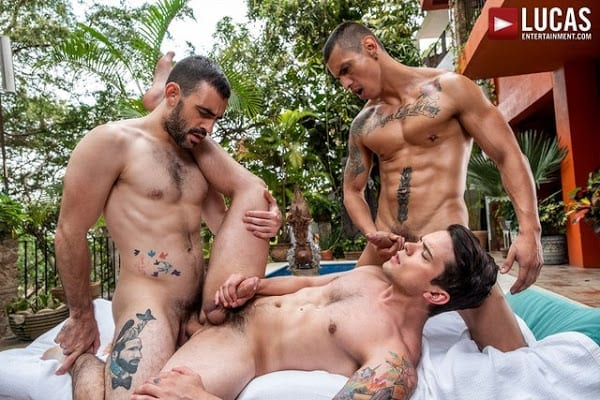 MAX ARION FUCKS DAKOTA PAYNE AND MAX AVILA (BAREBACK)